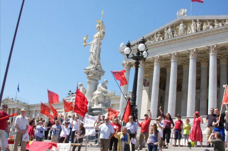 KPÖ vor dem Parlament